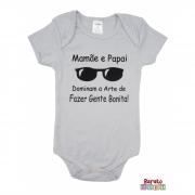 Body Bebê MC (P/M/G) -  Mamãe e Papai Dominam a Arte de Fazer Gente Bonita - Barato Bebê - Cinza