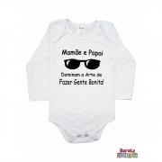 Body Bebê ML (P/M/G) -  Mamãe e Papai Dominam a Arte de Fazer Gente Bonita - Barato Bebê - Branco