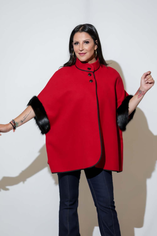 Pelerine velour sintético com pele sintética | Patti Leivas