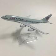 Miniatura Boeing 747 - Qatar