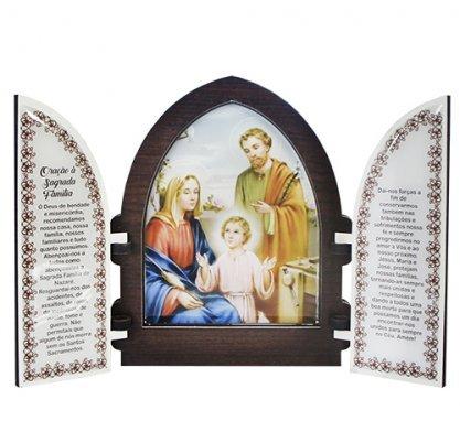 Capela com porta de Sagrada Família