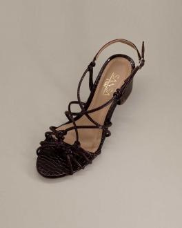 Sandália Salto Baixo Verniz Com Tiras