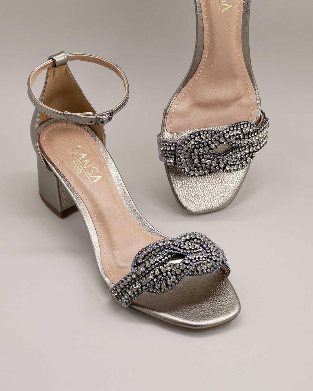 Sandália Salto Baixo Prata com Flor Brilhante