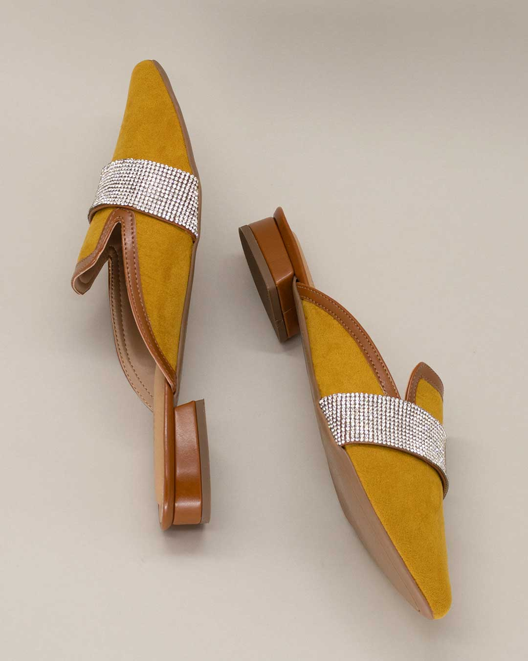 Sapato Bico Fino Amarelo