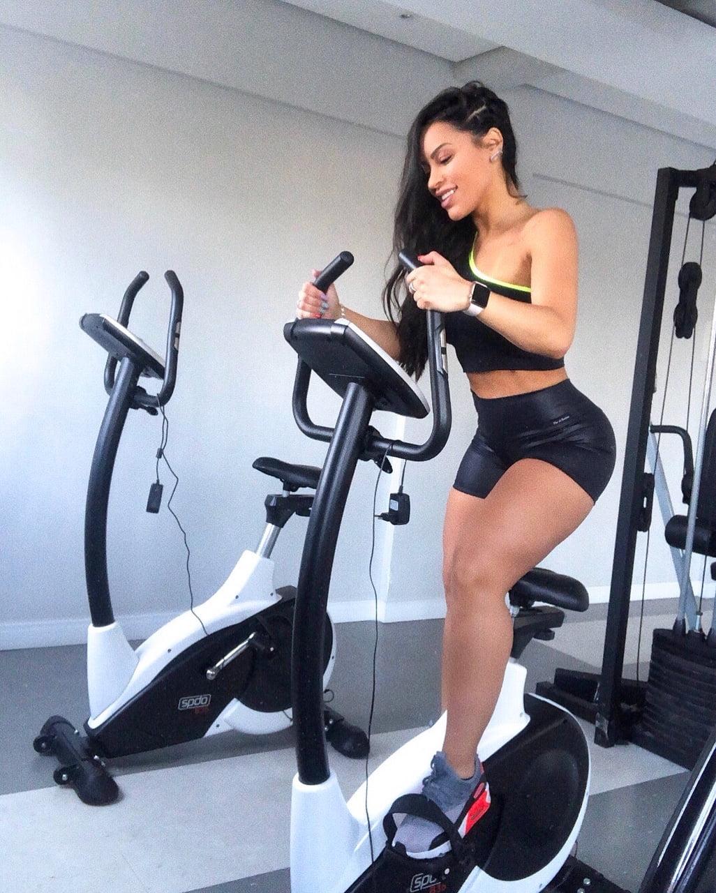 Top Fitness Preto Poliamida Recorte Gota