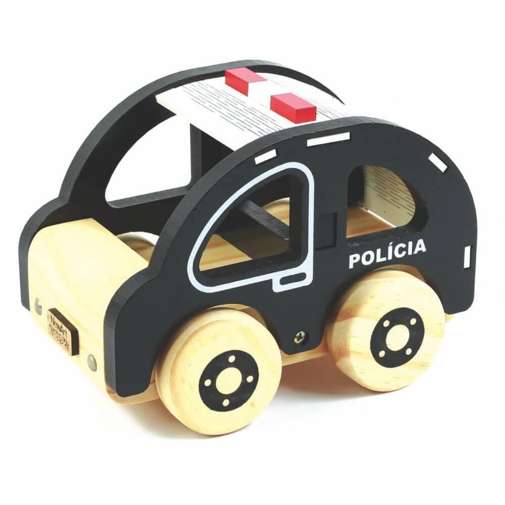 Carro de Polícia em Madeira