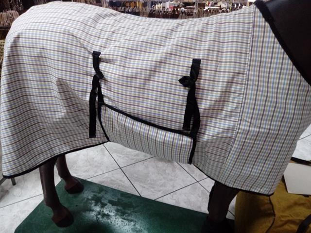 Capa para cavalo de tecido e juta