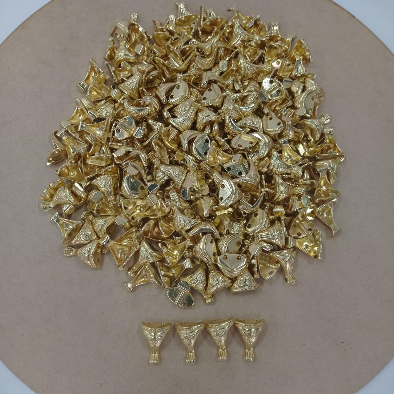 Kit 16 Pezinhos de Metal Tradicional Pequeno  para Caixas em MDF - Dourado