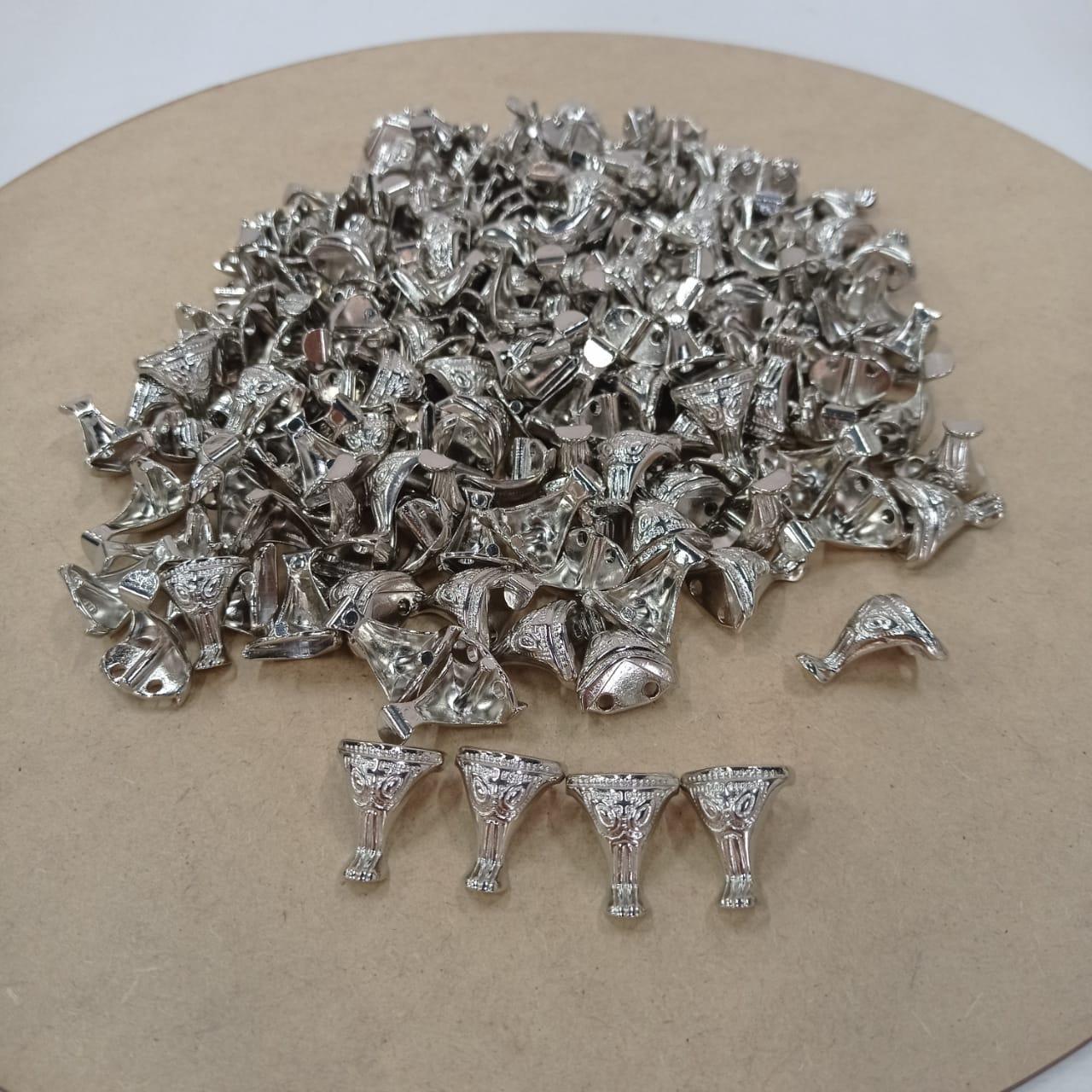 Kit 16 Pezinhos de Metal Tradicional Pequeno  para Caixas em MDF - Niquelado
