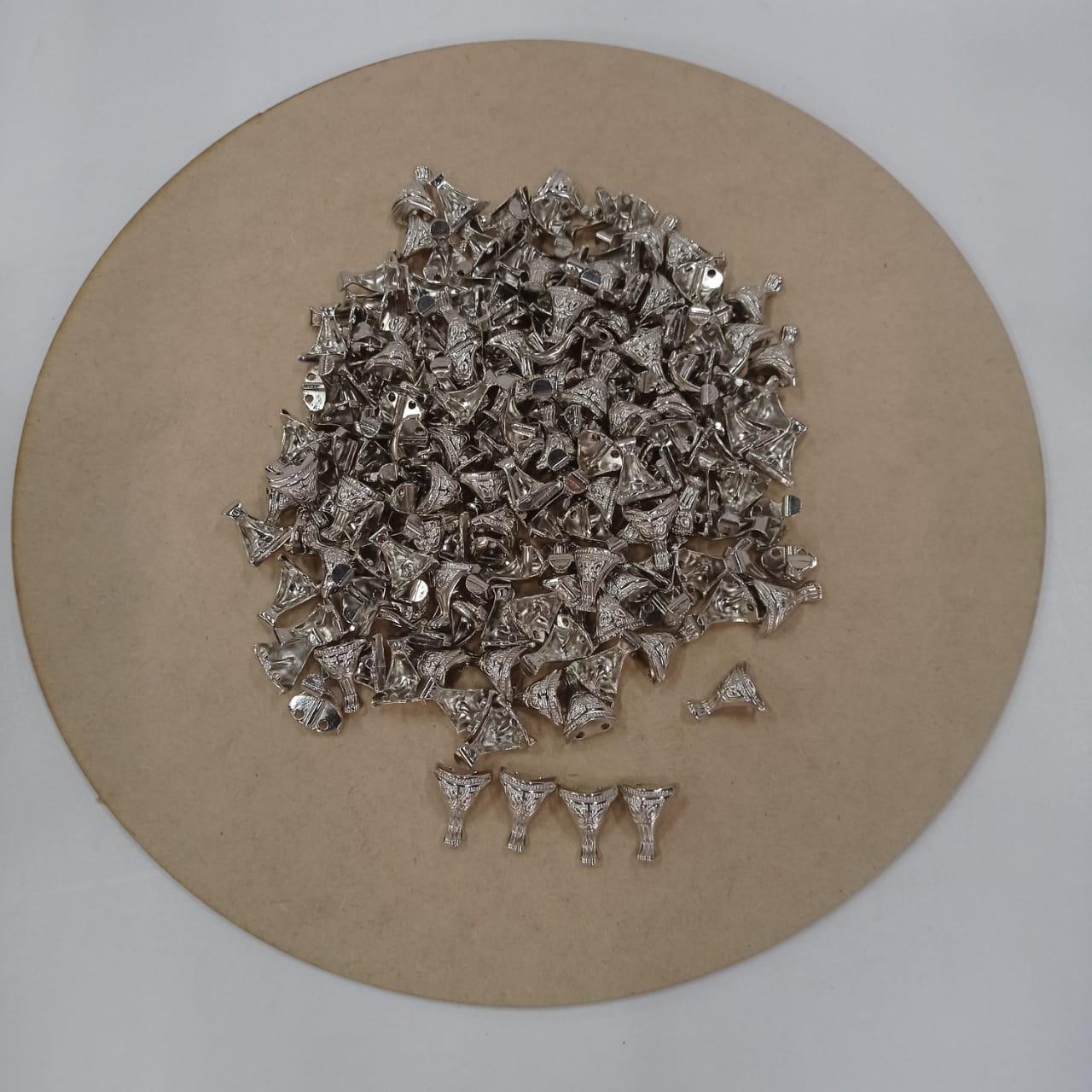 Kit 56 Pezinhos de Metal Tradicional Pequeno  para Caixas em MDF - Niquelado