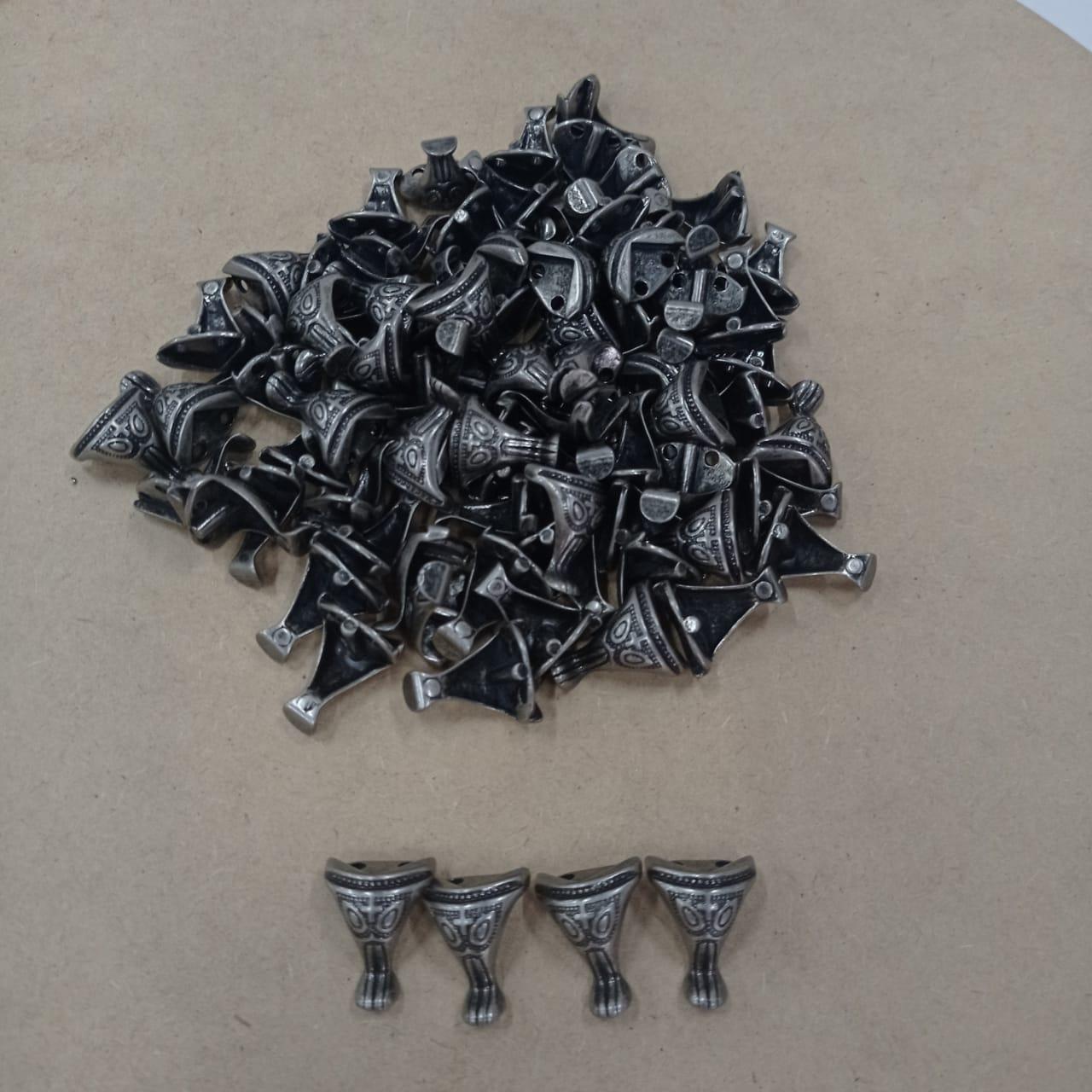 Kit 56 Pezinhos de Metal Tradicional Pequeno  para Caixas em MDF - Prata Velho