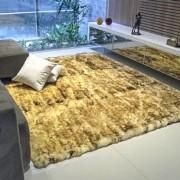 Tapete de Pele de Carneiro(Ovelha) com Lã Natural Aprox. 1,50x2,00m Chamuscado