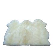 Tapete de Pele de Carneiro(Ovelha) com Lã Natural Costurado com 3 peles Aprox.0,95x1,40 Branco