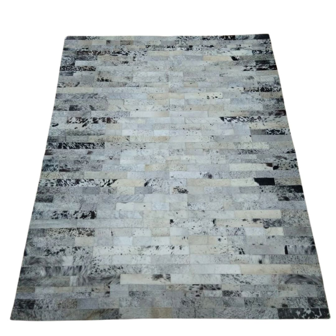 Tapete de Couro Quadriculado  1,50x2,00 Branco c/ pintas pretas