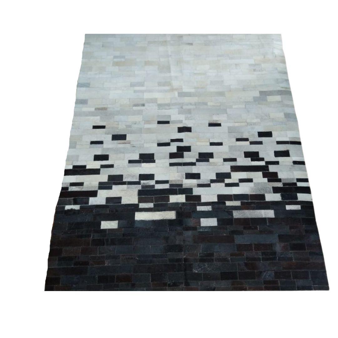 Tapete de Couro Quadriculado 1,58X2,05 Tons de Branco e Preto