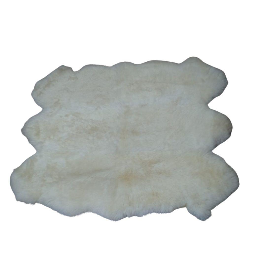 Tapete de Pele de Carneiro(Ovelha) com Lã Natural Costurado 6 peles Aprox. 1,45x1,75mm Branco