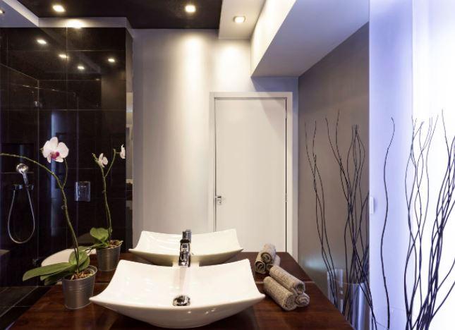 Porta Interna de Abrir com Fechadura para Banheiro Alumínio Esquerda 215x76x14Cm - Branco