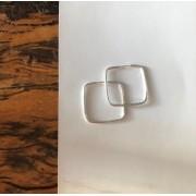 Brinco argola quadrado de prata M