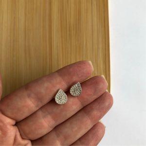 Brinco gota prata e zircônia