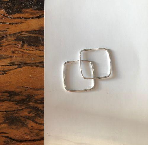 Brinco quadrado de prata M
