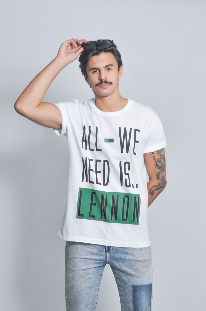 Camiseta Masculina All We Need Is.. Lennon