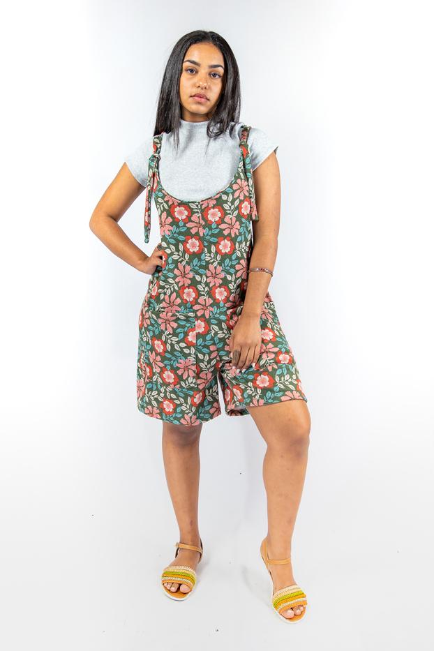Macaquinho curto com bolsos frontais estampa floral - Khalifa