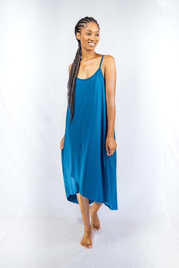 Vestido midi transpassado com fenda lateral - CAIRO