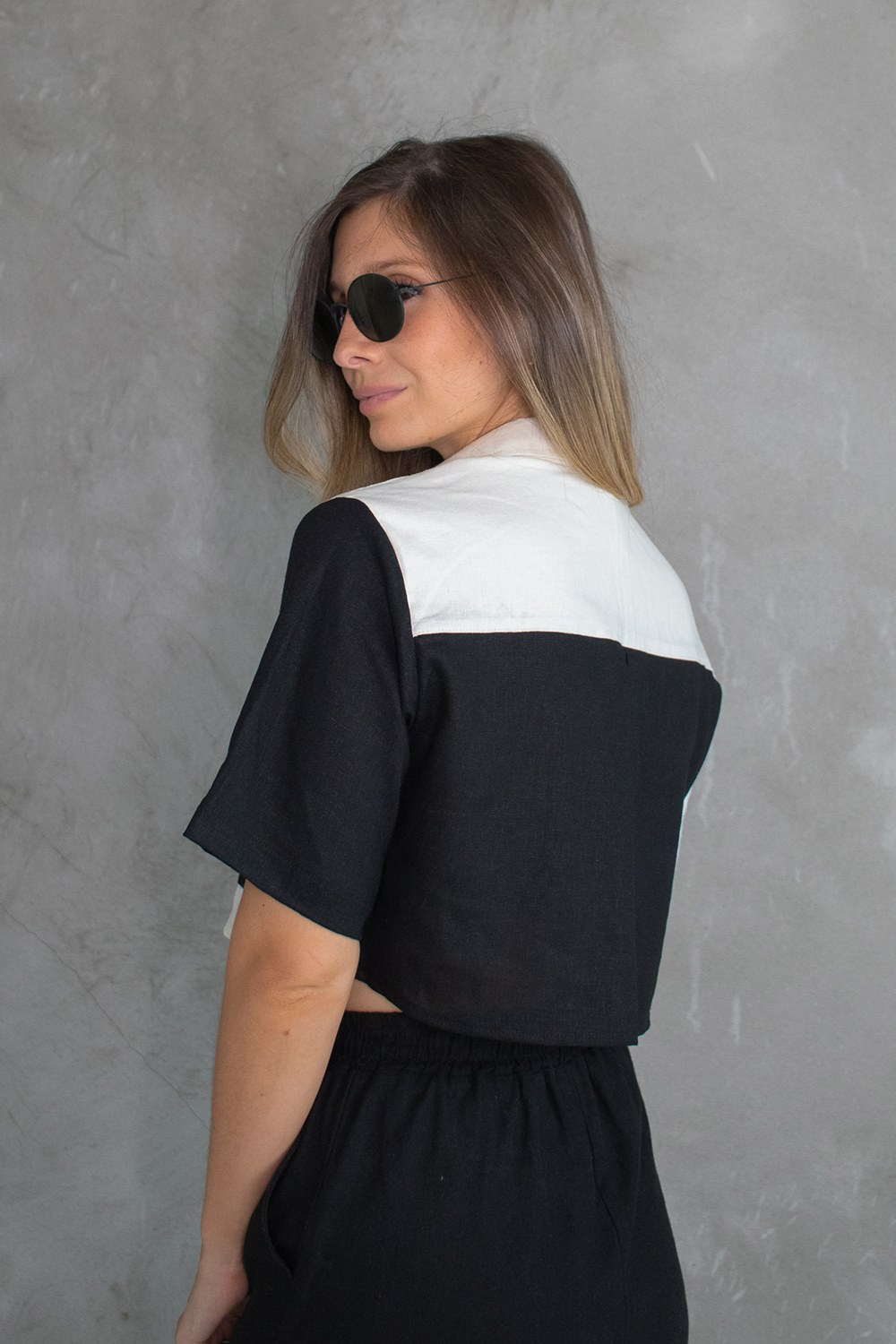 Camisa Cropped Duo Linho Preto + Off White