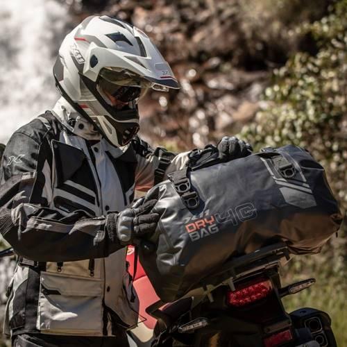 Mala Viagem X11 Drybag 40 litros modelo Rolltop Preta Impermeável