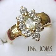 Anel aparador flor com pedras em ouro 18k