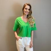 T-shirt over decote V ribana Verde -