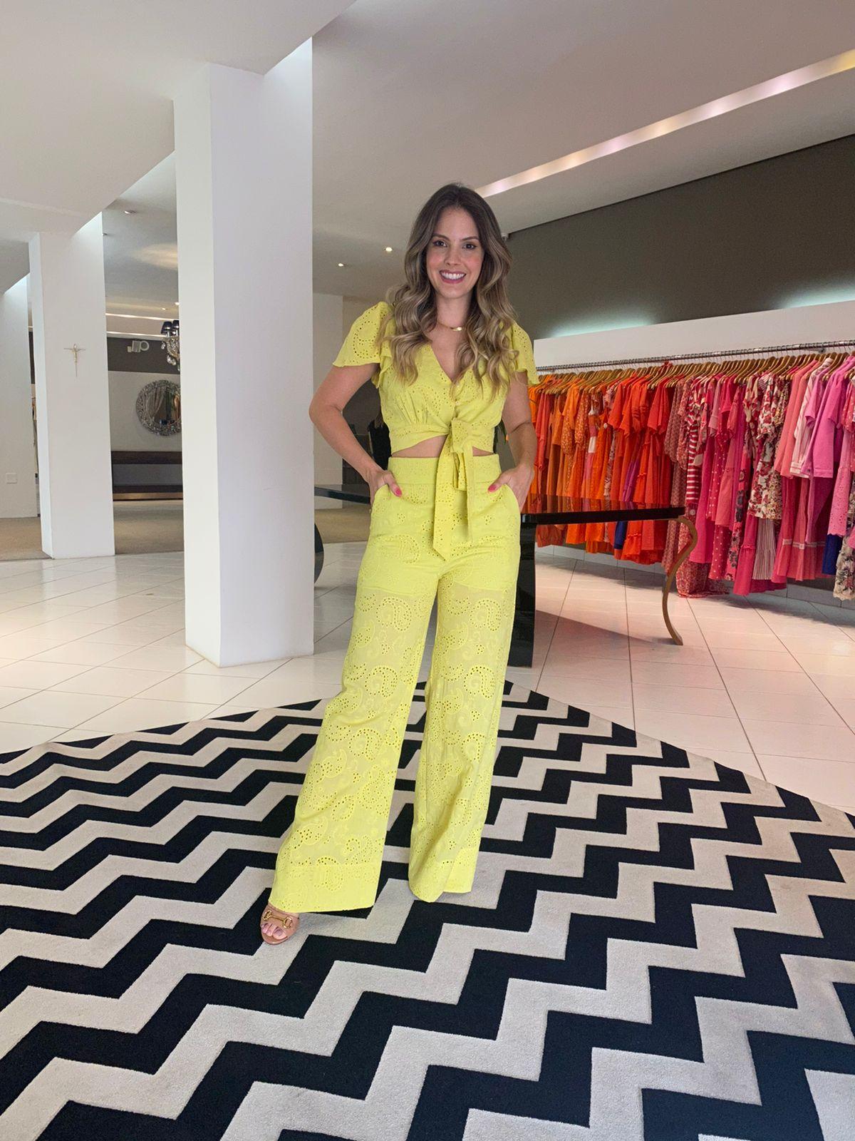 Conjunto Joana top amarração e pantalona em laise Lima -