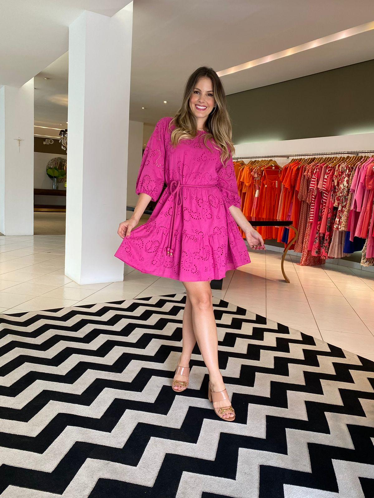 Vestido Laís curto c/ mg 3/4 em laise Pink -