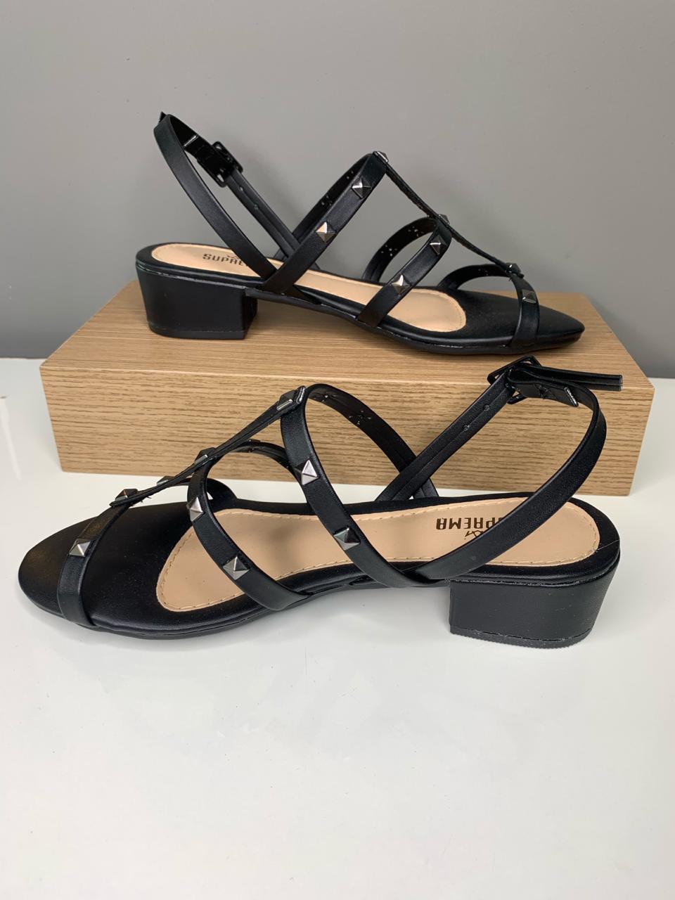 Sandália Salto Baixo c/tiras e spikes preto