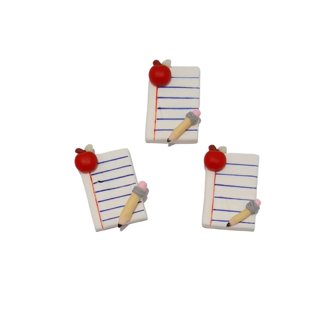 APLIQUES CADERNO COM LÁPIS E MAÇÃ BISCUIT  3,0cm - 3 Unid.