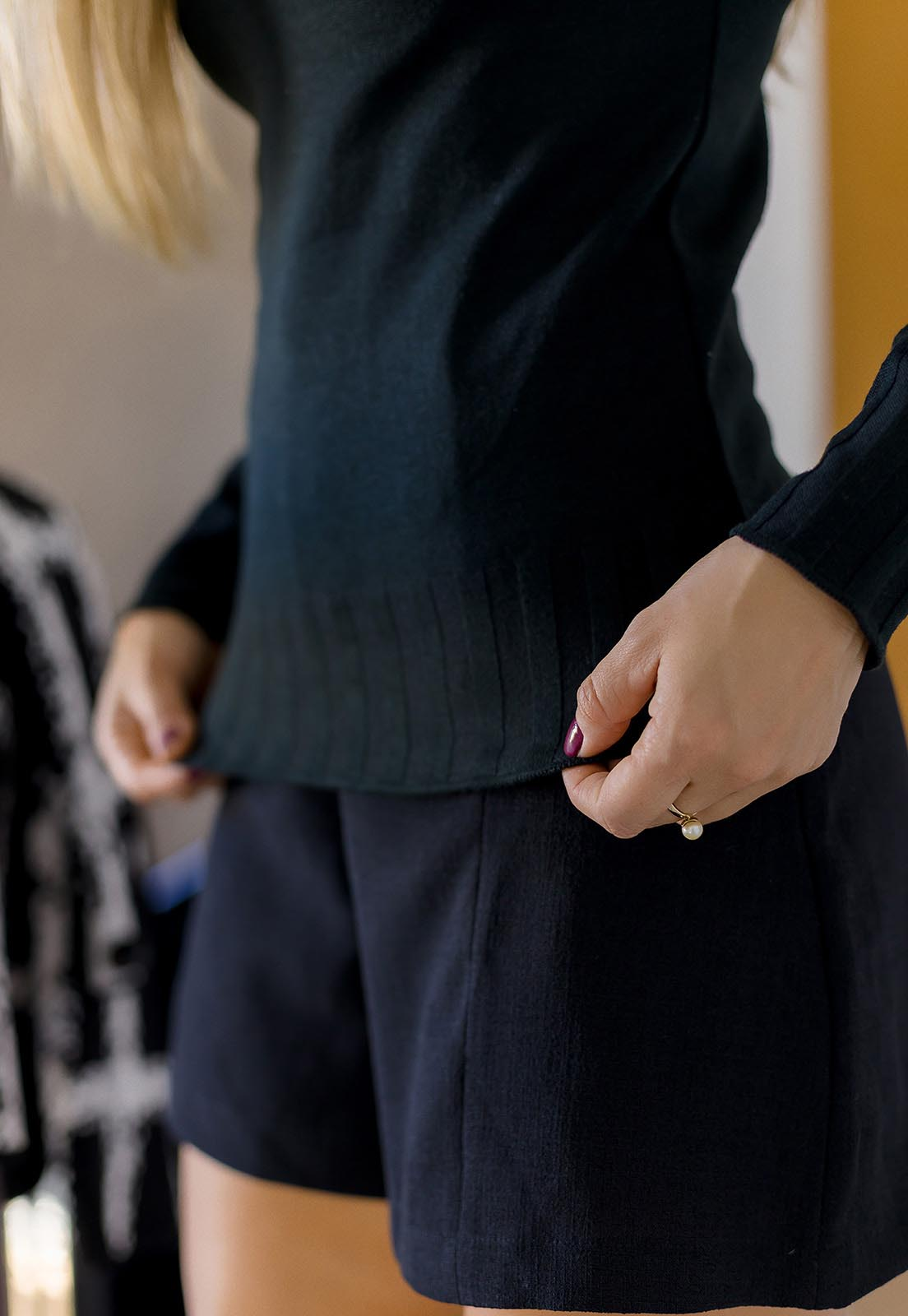 BLUSA CACHARREL GOLA ALTA FEMININA MODAL PRETA