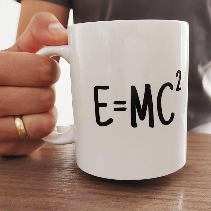 Caneca Nerd E=mc²