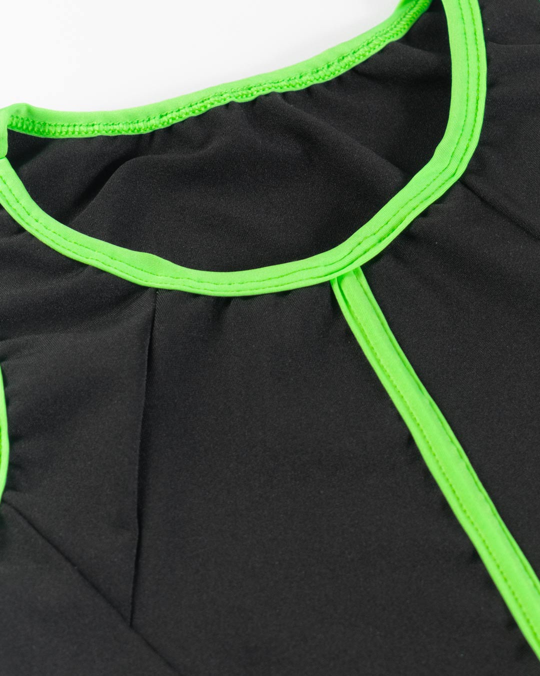 Top Fitness Preto Com Friso Verde - Movimente-se