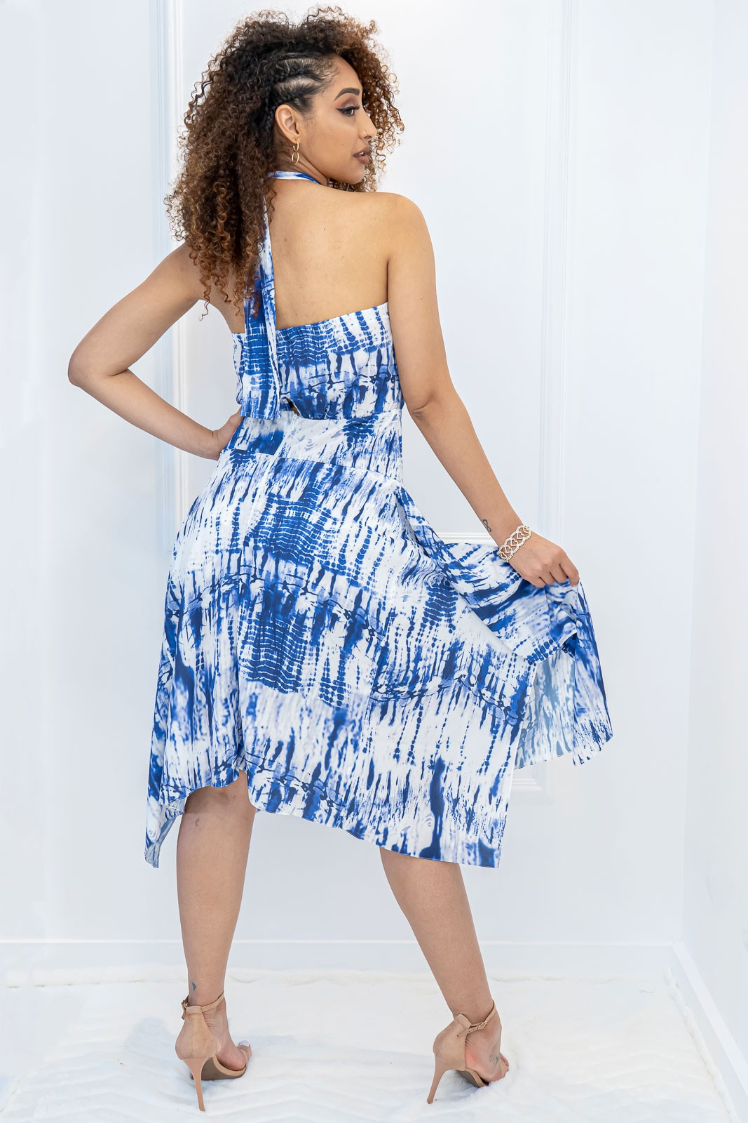 Vestido Midi Frente Única Estampado Azul e Branco