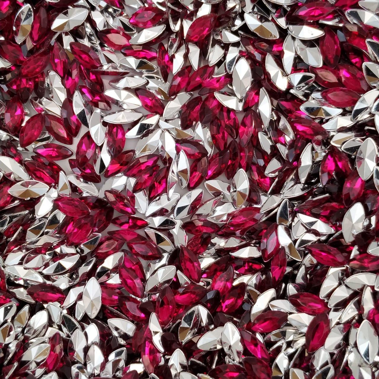 CHT1762 - Chaton Navete Fuchsia 3x6 - 20unids