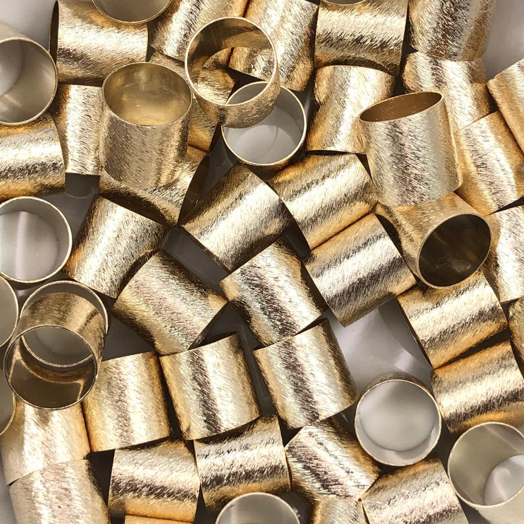 ETM568 - Entremeio Redondo 10x10mm Lixado Banhado Cor Dourado - 4Unids