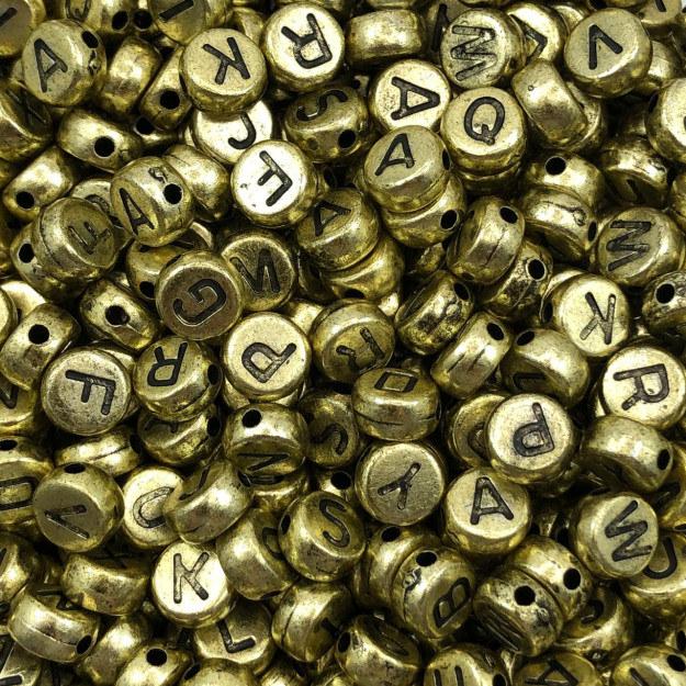 LT02 - Conta Achatada Letras Sortidas 7x4mm Dourada - 20Grs