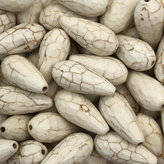 PN96 - Gota Pedra Natural Howlita Bege Facetada 25mm - 02Unids