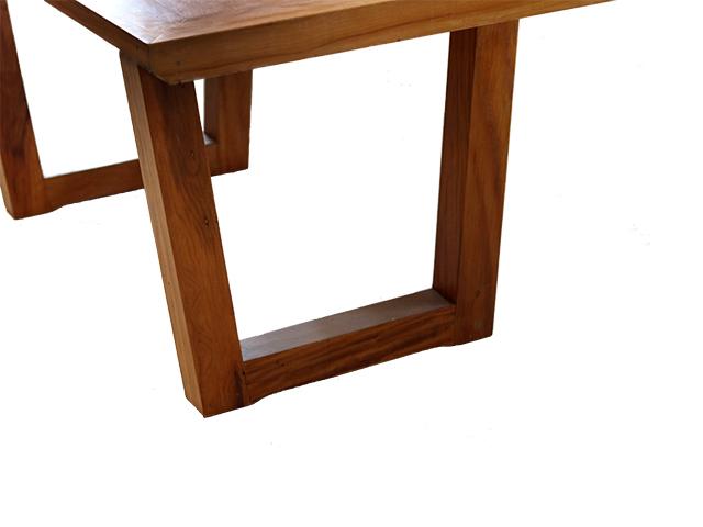 Mesa de jantar pé quadrão