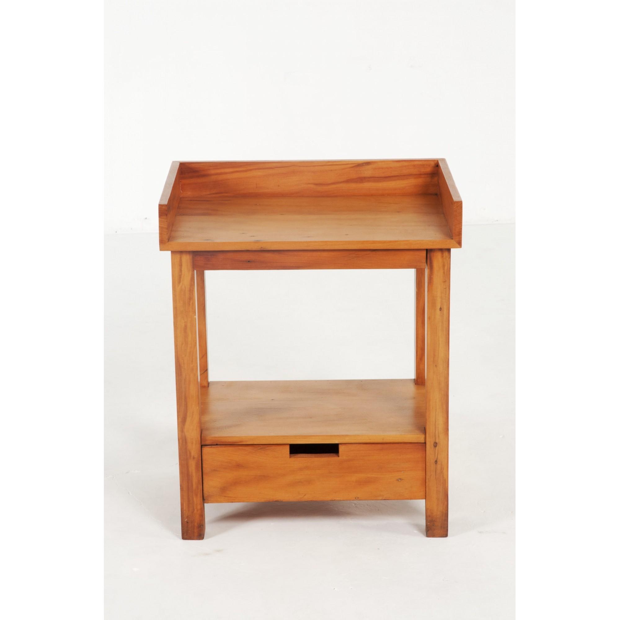 Mesa lateral com gaveta embaixo