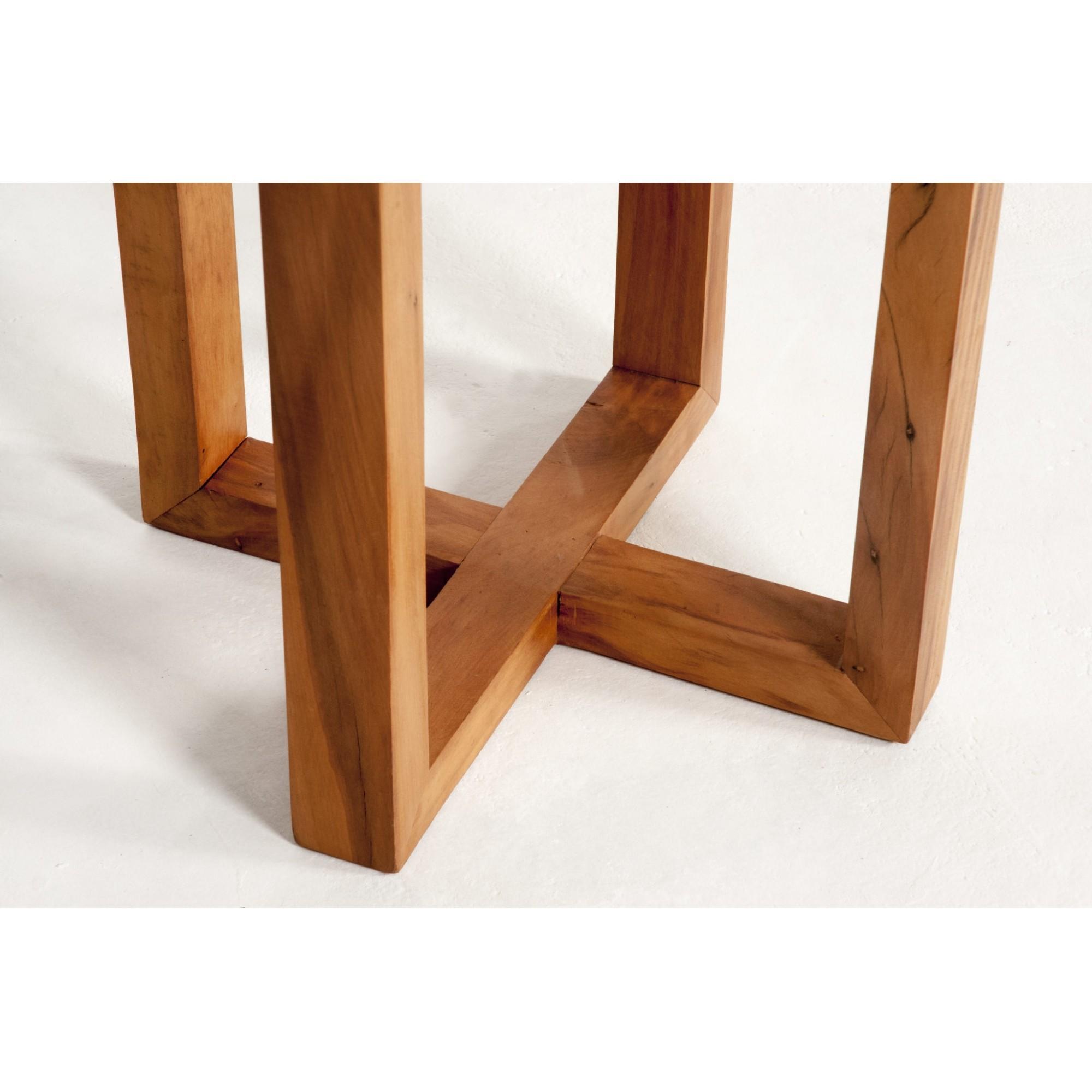 Mesa lateral pé cruzado