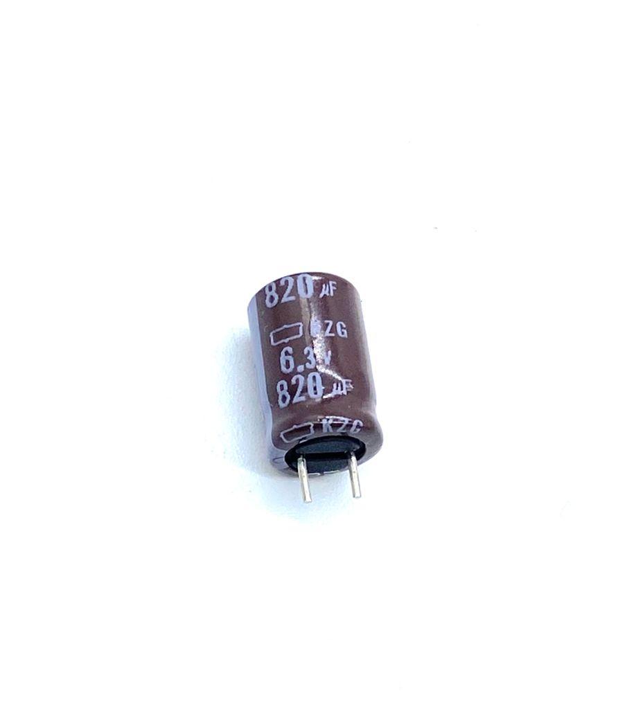 KIT COM 25 PÇS - CAPACITOR ELETROLITICO 820UF 6,3V RADIAL 105ºC 8X11MM CHEMICON