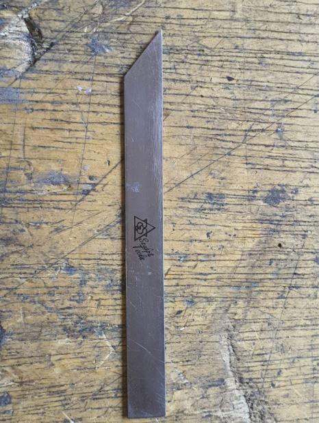 Ferramenta de Mão em Aço inox, formato reto e chanfrado