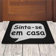TAPETE CAPACHO DIVERTIDO 'SINTA-SE EM CASA'