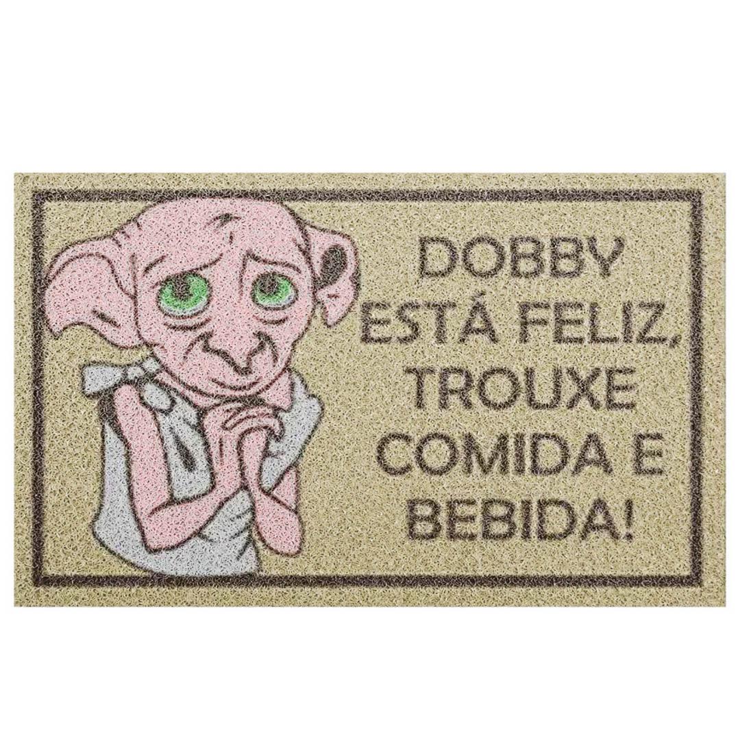 Tapete Capacho 'Dobby Está Feliz Trouxe Comida E Bebida' Harry Potter